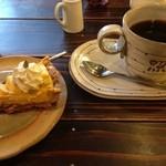 てれやカフェ - カボチャピーナッツクリームタルト、コーヒー