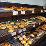 伊三郎製パン - 人気のパンは、すぐ売り切れる様子☆