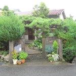パオロ ロッシ - 角地に建つ普通の民家です