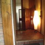 パオロ ロッシ - 玄関の上がりかまち、靴のままどうぞ