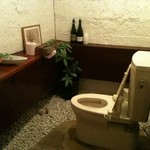 Bistro chef's table 一花 - トイレだって作っちゃいました!