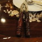 三和楼 - カニの殻を割るピンチ