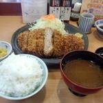 とんかつ藤よし - ジャンボロースカツ定食・・・炊き込み御飯もあるけど白米が一番イイ(*´∀`)