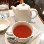 22297195 - モーニングセットの紅茶はポットで出ます。