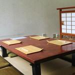 仲佐 - テーブル席