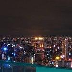 chuugokuryourisanguu - ワンフロア上の「空中庭園」からの夜景です。