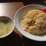 長楽 - 炒飯480円、スープ付き