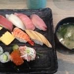 おすしの江戸一 - ランチにはお味噌汁ついてました