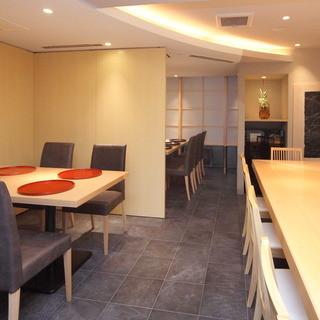 いしづか - 奥のテーブルは6名様までの半個室風のお席にすることも可能です