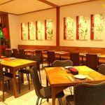 サイアムセラドン - 自然素材やハーブの絵画が飾られた落着いた空間で本場のタイ料理が味わえます