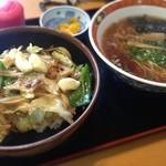 六文亭 - サービスランチ スタミナ丼と半ラーメン(๑´ڡ`๑)