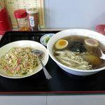 天山 - 料理写真:ランチ塩ラーメン+半チャーハンセット(600円)