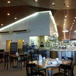 神戸屋レストラン - 広々とした店内・サラダバーの一角もあり