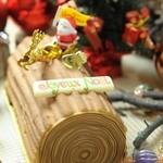 パティスリー・カフェ・ウフレ - ☆フリュイ・ルージュ・ショコラ ミルクチョコと苺、フランボワーズの絶妙な組み合わせ。今年の新作です。
