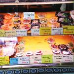 サルメリア ラボ - 生ハムやサラミの他にコジャレた洋惣菜も色々あり、 このお店にあるものだけで、パーティー出来ちゃうほどです。