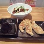 喫茶Live - 餃子3個と豚ご飯少盛のセットで300円