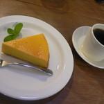 リーズカフェ - かぼちゃのケーキと自家焙煎コーヒー(400円+400円)