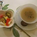 ティー ガーデン - ピクルスとひよこ豆のスープ