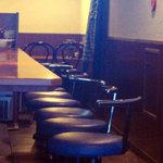 2231914 - 手前にカウンター 奥にテーブル席