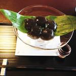茶寮 宝泉 - 宝泉堂本店は、あずき処と言うほど丹波の黒豆を使ったお菓子が有名ですが、                             茶寮の人気メニューは、京都随一と誉れ高いわらび餅。