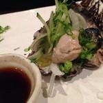くいもの屋 わん - 牡蠣のガーリックオイル漬け。