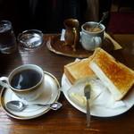 22317054 - トーストとトラジャコーヒー