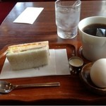ポンド - 料理写真:ホットコーヒーとモーニング