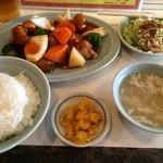 中国料理 成都 - スブタ定食 甘めのスブタでボリュームもたっぷり  (*´ڡ`●)