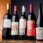 ワイン屋cincin - 店内にズラリと並ぶのは、ひたすらにワインのみ
