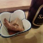 福寿司 - お通し(里芋と烏賊の煮もの)とビール