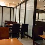 日本料理 つる家  - 落着いてシックな、かつ無国籍なカンジの店内♪