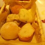 Rosso - パンは食べ放題。10種類くらいあるかな?
