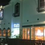 ガレット・カフェフェアリーハウス - 夜のお店外観