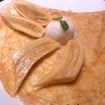 ガレット・カフェフェアリーハウス - ヨーグルトアイスとバナナのメープルソースがけ