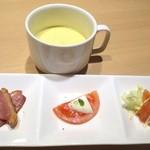ガレット・カフェフェアリーハウス - ディナーコースのスープと前菜