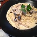 アースカフェ - 牡蠣のクリームパスタ