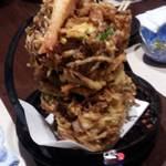 海鮮問屋 海ぼうず - 名物!大漁海鮮かき揚げ780円