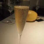 ラ・ビオグラフィ - Simart-Moreau(シマール・モロー)きめ細かい泡のシャンパン。