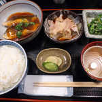 おいしい台所12カ月 - 〔日替ランチ〕さばの唐揚おろしあんかけ定食(¥800)。甘辛・酸・辛・塩辛と味付けのバランスも完璧だ