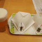 ごちそうDELI - 生ビールに「十勝和牛の王様メンチ」 & 「毛蟹の王様コロッケ」