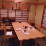 樋口 - 半個室のテーブル席