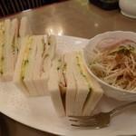 伯爵 - 2013.11 お値段なりのサンドイッチ&コールスローサラダ