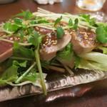 ○気 - 鰹のたたきサラダ