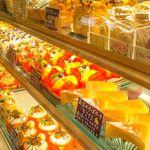 ブルームーン - いつも店内には色とりどりのケーキをたっくさんご準備しております♪