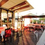 Berry's café.em - 店内とオープンテラス、どちらを選ぶかは気分次第