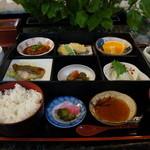 割烹 井口 - 見てください、料亭の日替り定食、なんと500円ですよ!