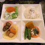 マリンナ - ご飯と野菜のオカズのプレート♪