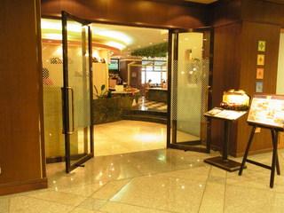 レストラン&ダイニング フォンターナ - ホテル1階にあるお店の入り口