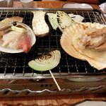 浜焼太郎 - 焼き焼きします♪。 「あわび555円」や「長ネギ98円、シイタケ98円」も、追加オーダーしたのに、、、写真が無い!('◇')ゞ