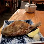浜焼太郎 - 「つぼ鯛、598円」、これも初めて!。向こうのやかんの中には、日本酒、「豪快」が入っています。